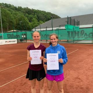 Sara Salemyr (höger) i par med Anna Leijon från KLTK segrade i  FD18.