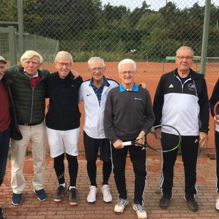 Salks H75-lag i slutspelet mot Falköpings TK. Från vänster: Bengt Kulling, Per Schött, Henrik Fock och Johan Flink.